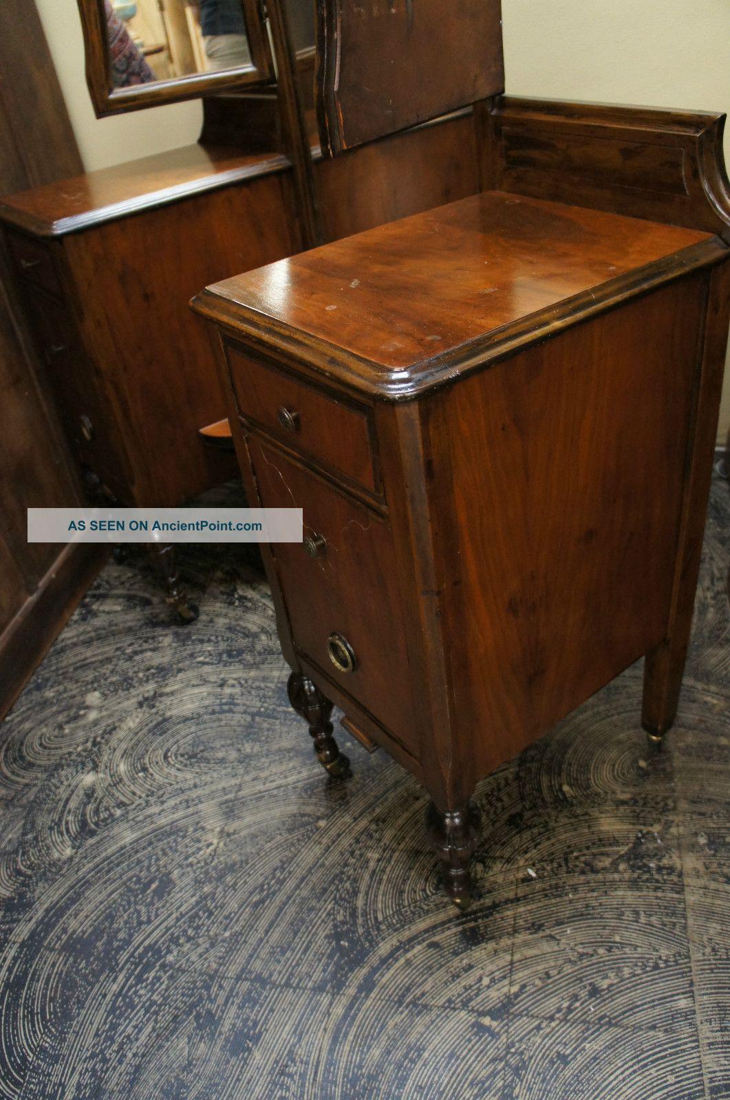 - Antique Vanity Dresser Tri Fold Glass Mirrors Castors Unique Look Ships