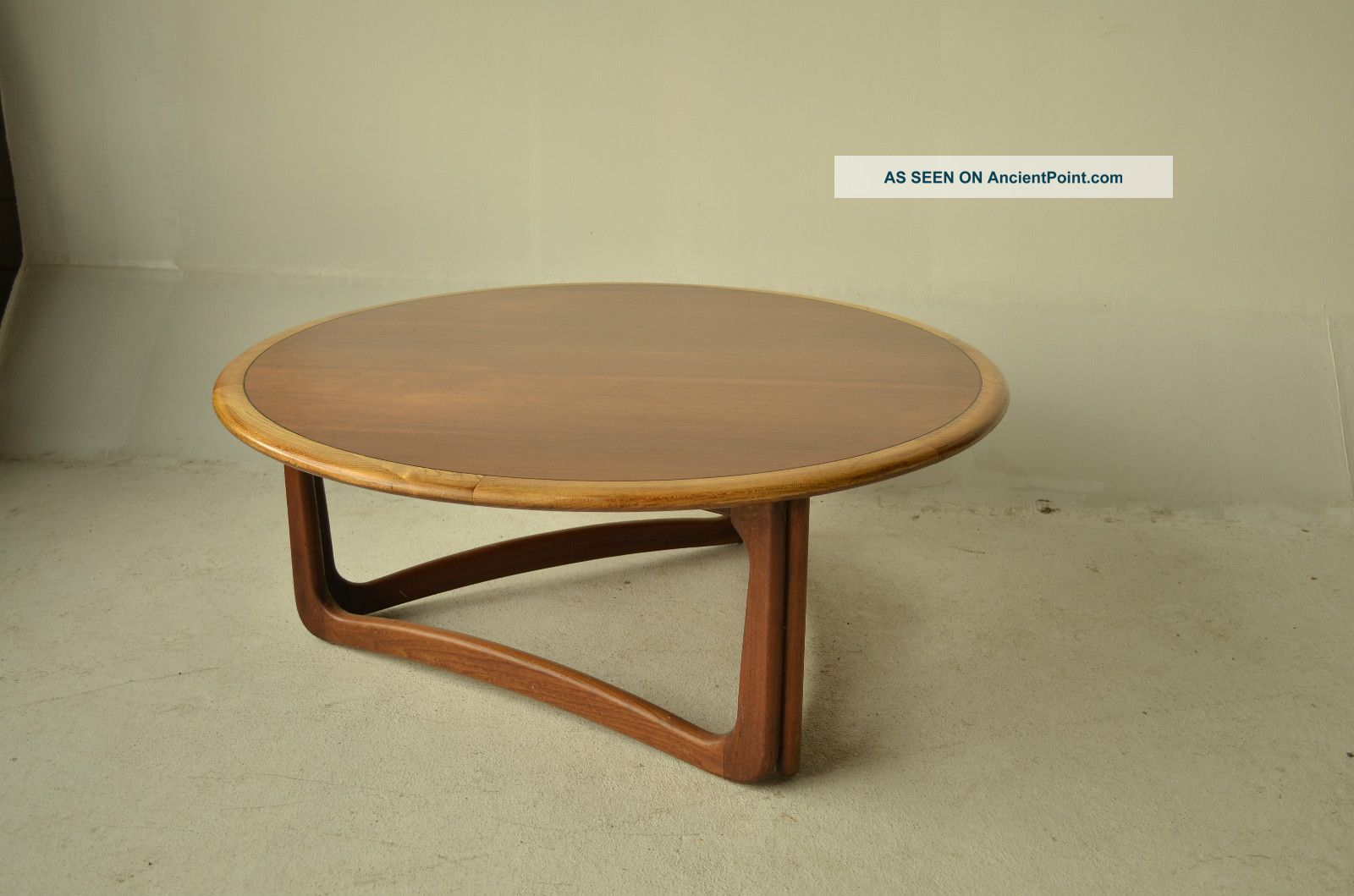 Mid Century Modern Lane Coffee Cocktail Table Round With Great Legs