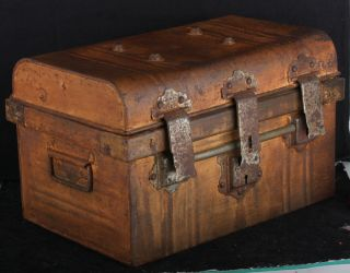 Trunk Suitcase Steel Chic Vintage Box Antique Chest Chippy Shabby Table Trunk photo