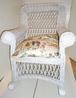 Vintage - Child ' S Wicker Rocking Chair - High Quality Workmanship - Sturdy - photo