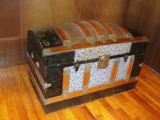 Excellent Dome Top Oak & Tin Steamer Trunk W/ Tray photo