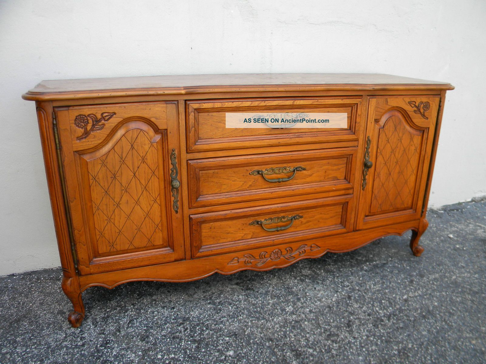 French Carved Buffet / Server By Hickory 2550 Post-1950 photo