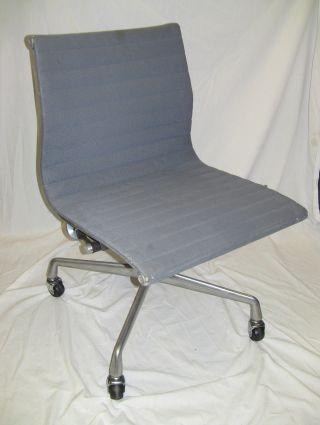 Herman Miller Eames Aluminum Group Chair,  Steel Blue,  Vintage 1984 photo
