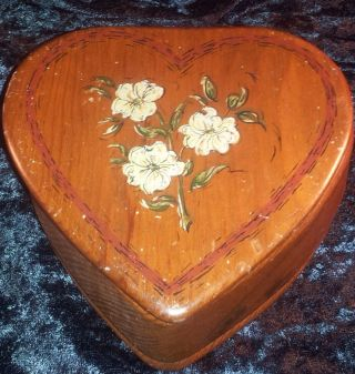 Vintage Heart Shaped Flower Hand Painted Wooden Antique Box 5