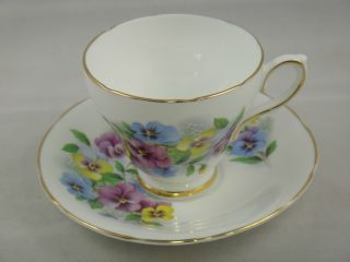 Tea Cups & Saucers Vintage Royal Kendall Fine Bone China England Gold Trim Nr photo
