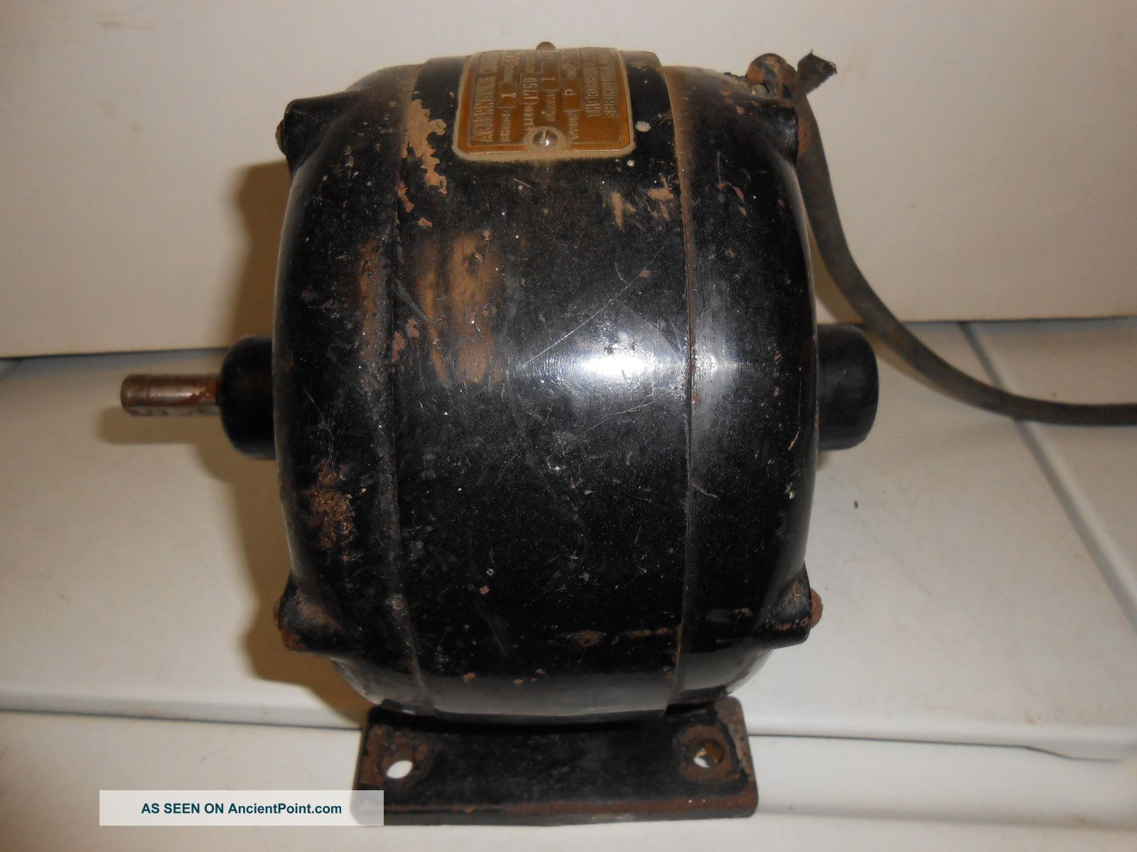 Antique ac electric motor robbins and myers phase 1 110 volts for Robbins and myers replacement motors