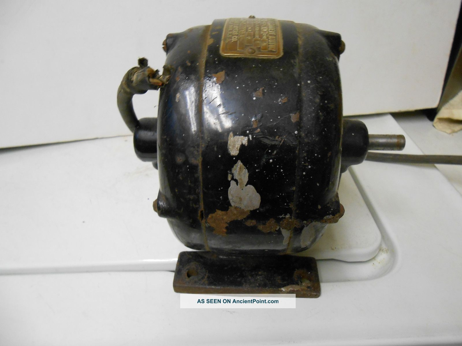 Antique outboard motor collectors a sentimental journey for Robbins and myers replacement motors