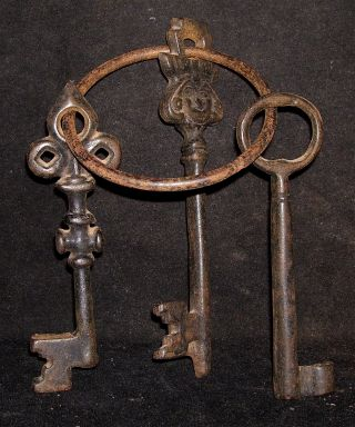 Antique Indian Ethnic Iron Keys Of Pad Lock rare Collectible: photo