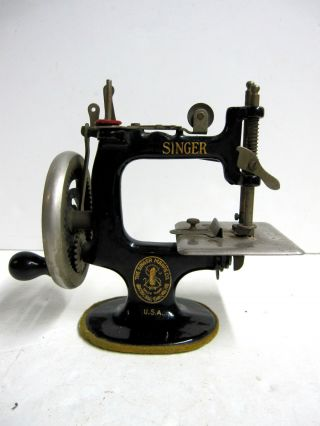 Rare Antique 1914 Singer 20 Sewing Machine Toy Miniature Works Well But Read photo