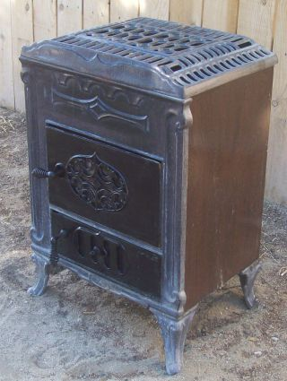 Western Stove Company Antique Ornate Cast Iron Wood Burning Stove & Cook Top photo