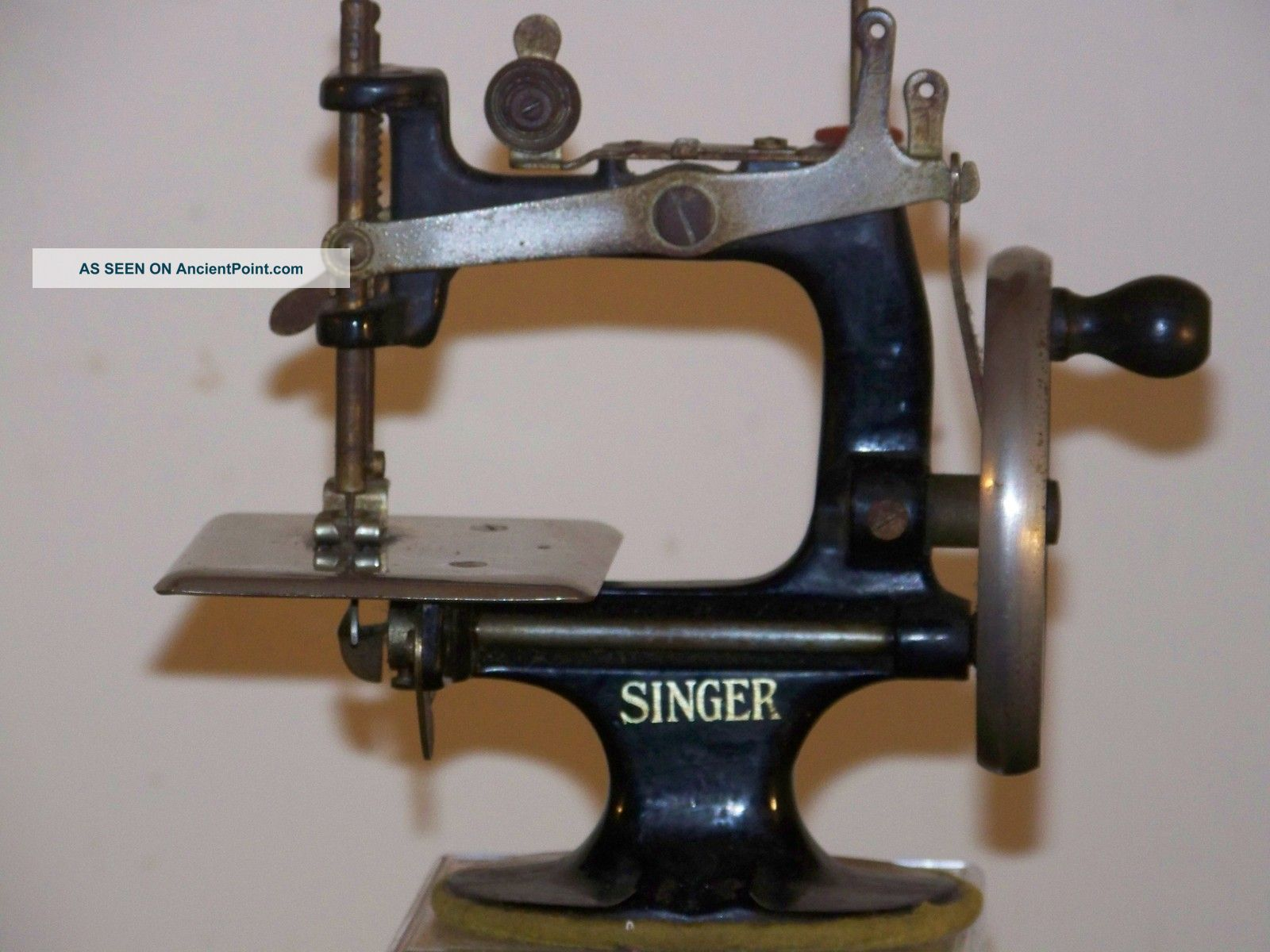 Singer Sewhandy Child Sewing Machine 20 Black C1920 ' S - Fully Operational Sewing Machines photo