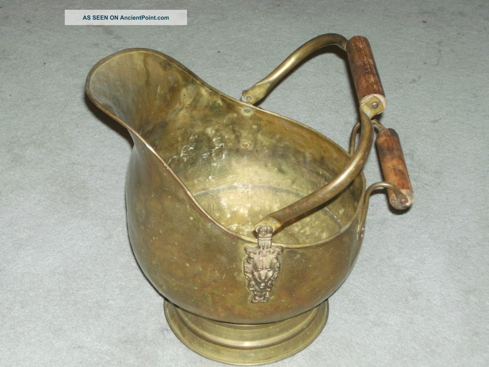 Antique Lion Head Ornate Brass And Wood Handle Large Coal Bucket Hearth Ware photo