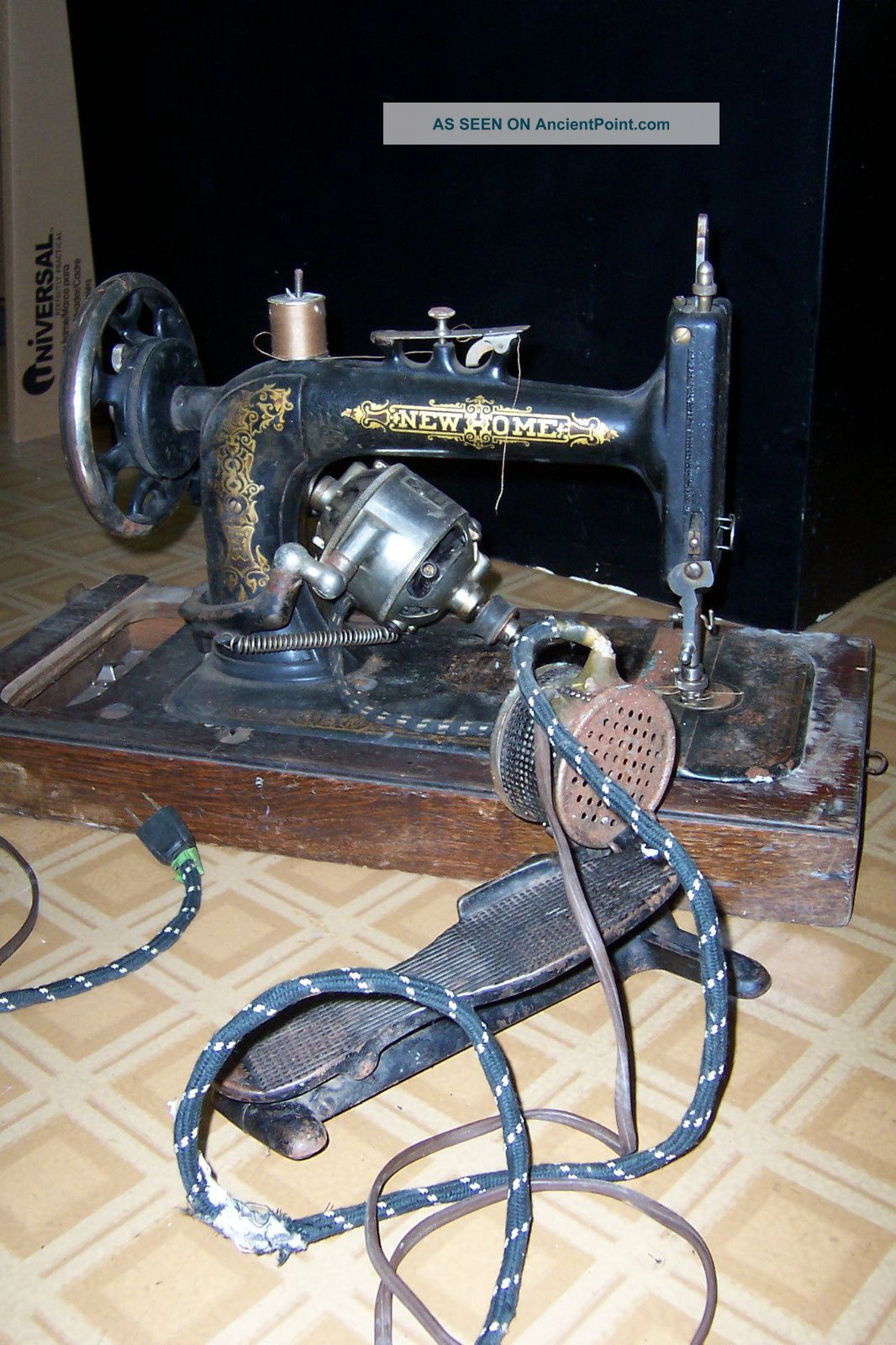 Antique New Home Sewing Machine With Cover & Foot Pedal Sewing Machines photo