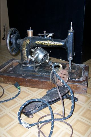 Antique New Home Sewing Machine With Cover & Foot Pedal photo
