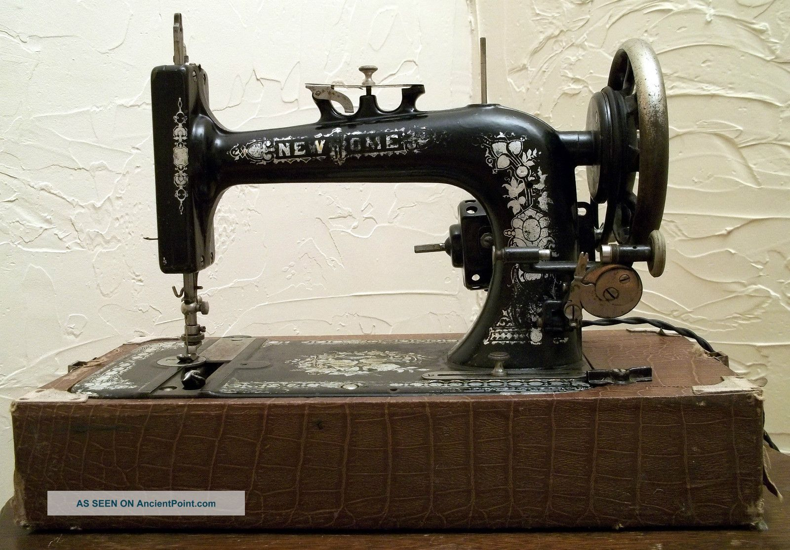 Antique - New Home - S.  M.  Co.  - Light Running - Sewing Machine - 1916 - W/case Sewing Machines photo