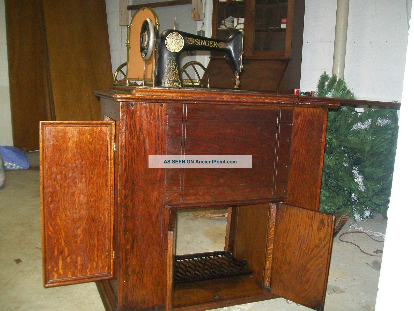 1920 Singer Sewing Machine And Parlor Cabinet, Model 66