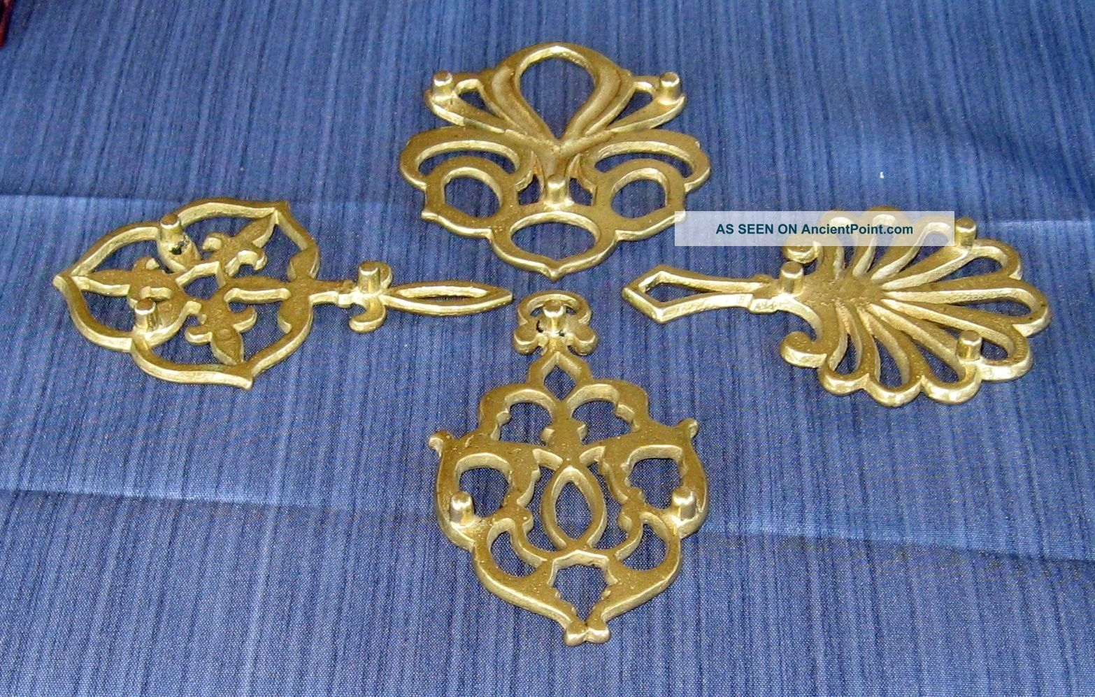 4 Antique Style Brass Trivets Colonial Home Hearth Kitchen Ornament Pull Finial Trivets photo