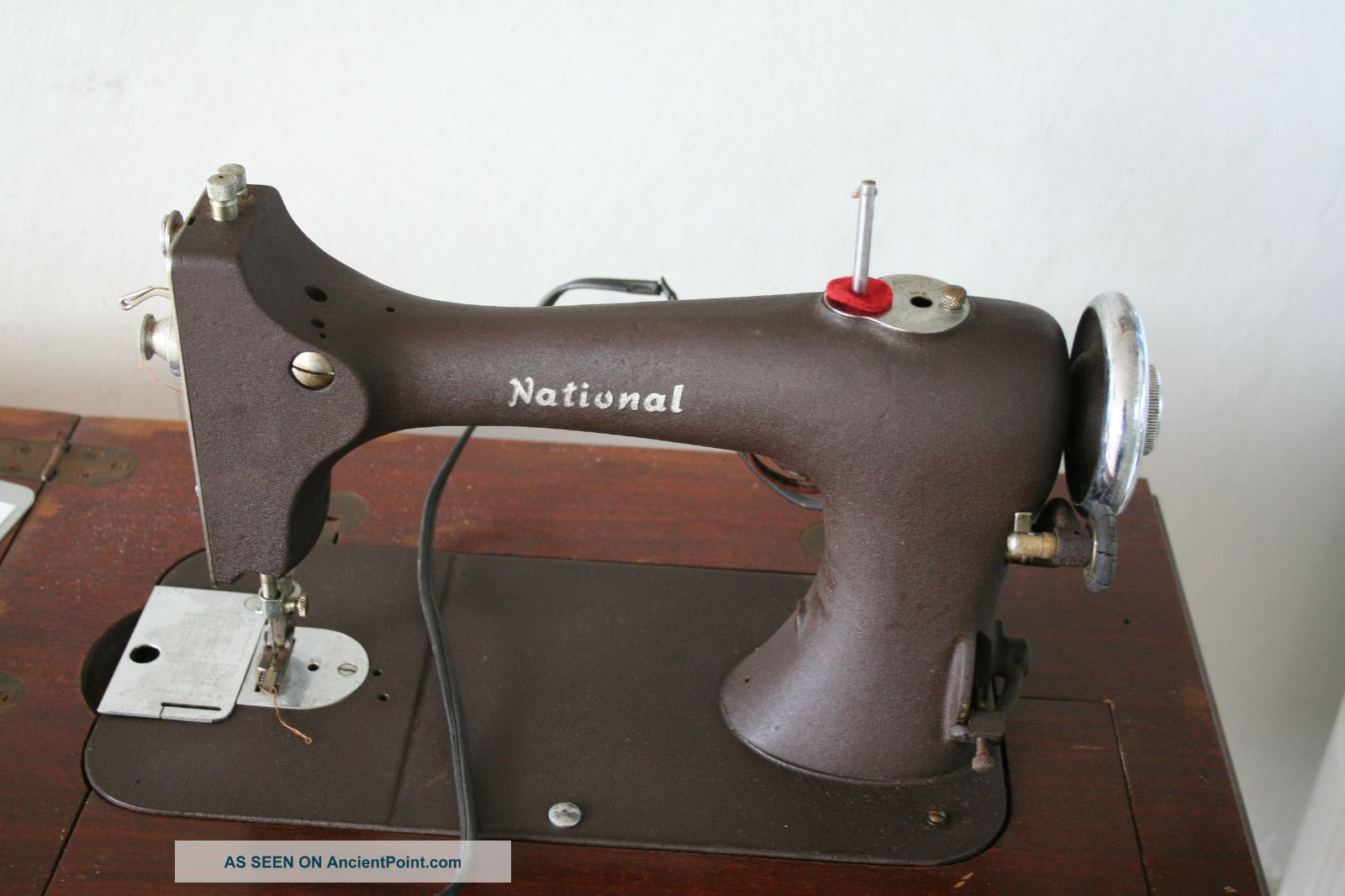 Antique National Sewing Machine / Sewing Vintage Sewing Machines photo