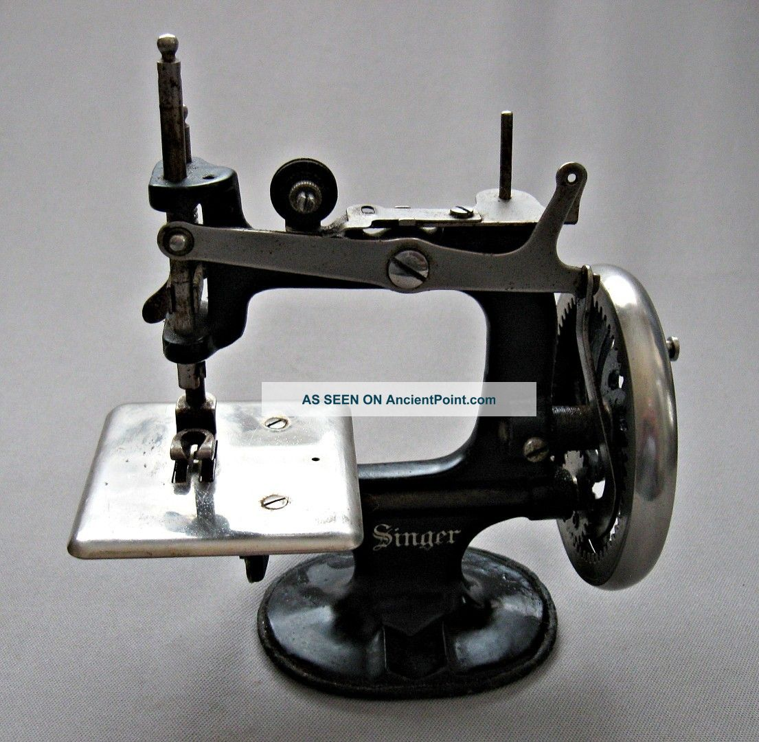 Singer Sewing Machine Salesman's Sample - Toy - Miniature - Works Though Stiff - Beauty Sewing Machines photo