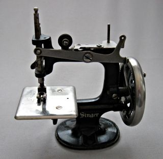 Singer Sewing Machine Salesman's Sample - Toy - Miniature - Works Though Stiff - Beauty photo