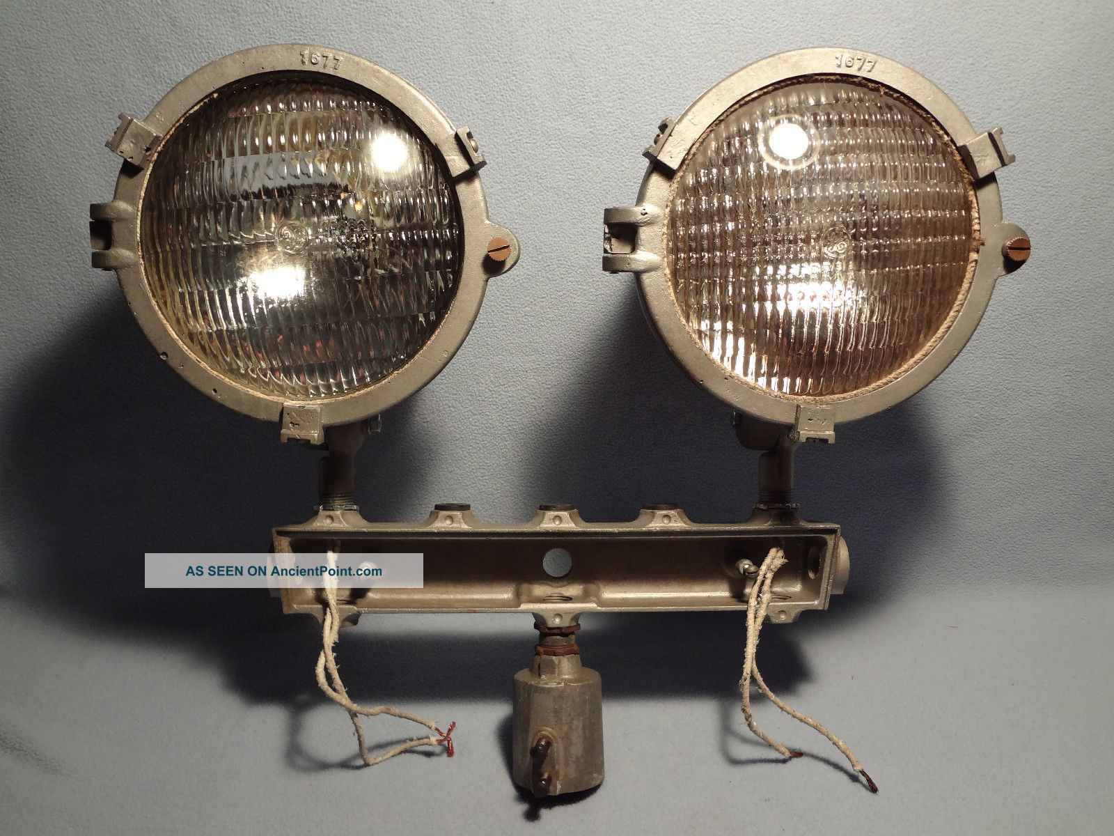 Vintage Industrial Machine Age Pemco 120v 300 Watt Spotlights Other photo