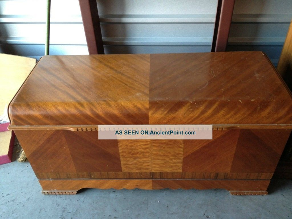 - 1945 Antique Art Deco Waterfall Style Lane Cedar Bedroom Hope Chest