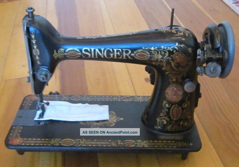 1919 Singer Sewing Machine Persian Medallion G6824093 W Knee Pedal Sewing Machines photo