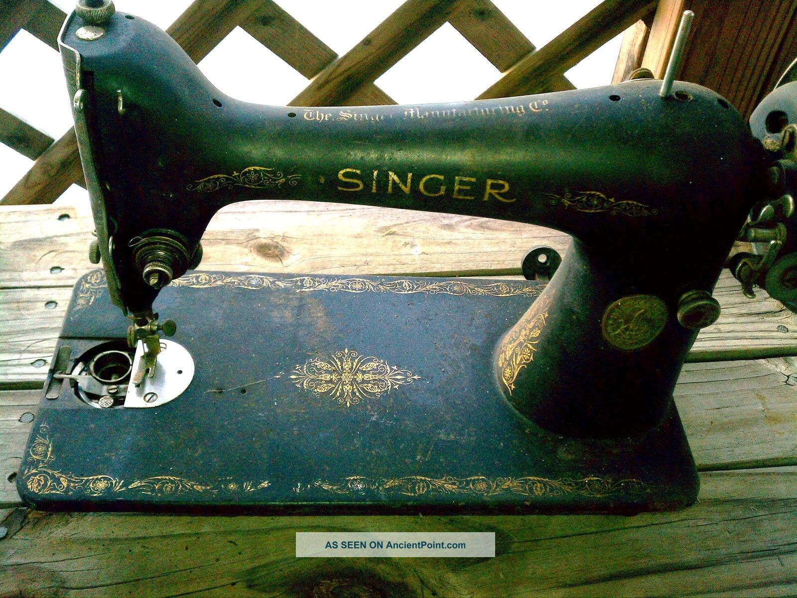 Antique Vtg 1930 Singer Sewing Machine From Treadle - Good Condition - Needs Cleand Sewing Machines photo