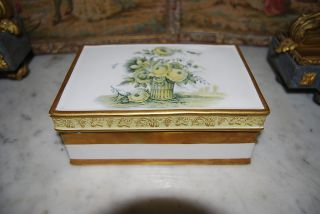 Great Vintage Mottahedeh Porcelain Ceramic Hand Painted Neoclassic Italian Box photo