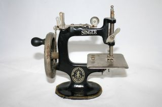 Antique Singer Hand Crank Singer 20 Sewing Machine Childs Toy photo