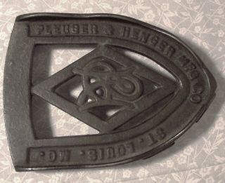 "Vintage Cast Iron Trivet 5 ¾"" Sad Iron Rest Holder Pleuger & Henger Mfg.  Co. photo"