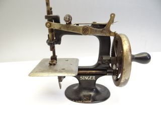 Antique Old Small Tabletop Hand Crank Metal Singer Mfg Co Sewing Machine Nr photo