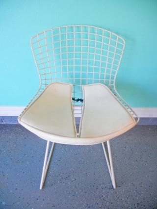 Mid Century Retro White Knoll Bertoia Chair With White Cushion photo
