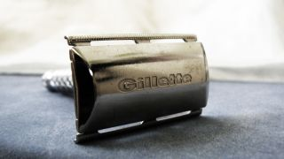 1966 Vintage Silver Gillette De Luxe Safety Razor / photo