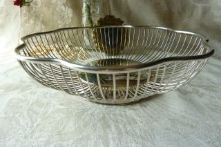 Silverplated Open Wire Metal Bread Or Fruit Basket Round Scalloped 9.  75