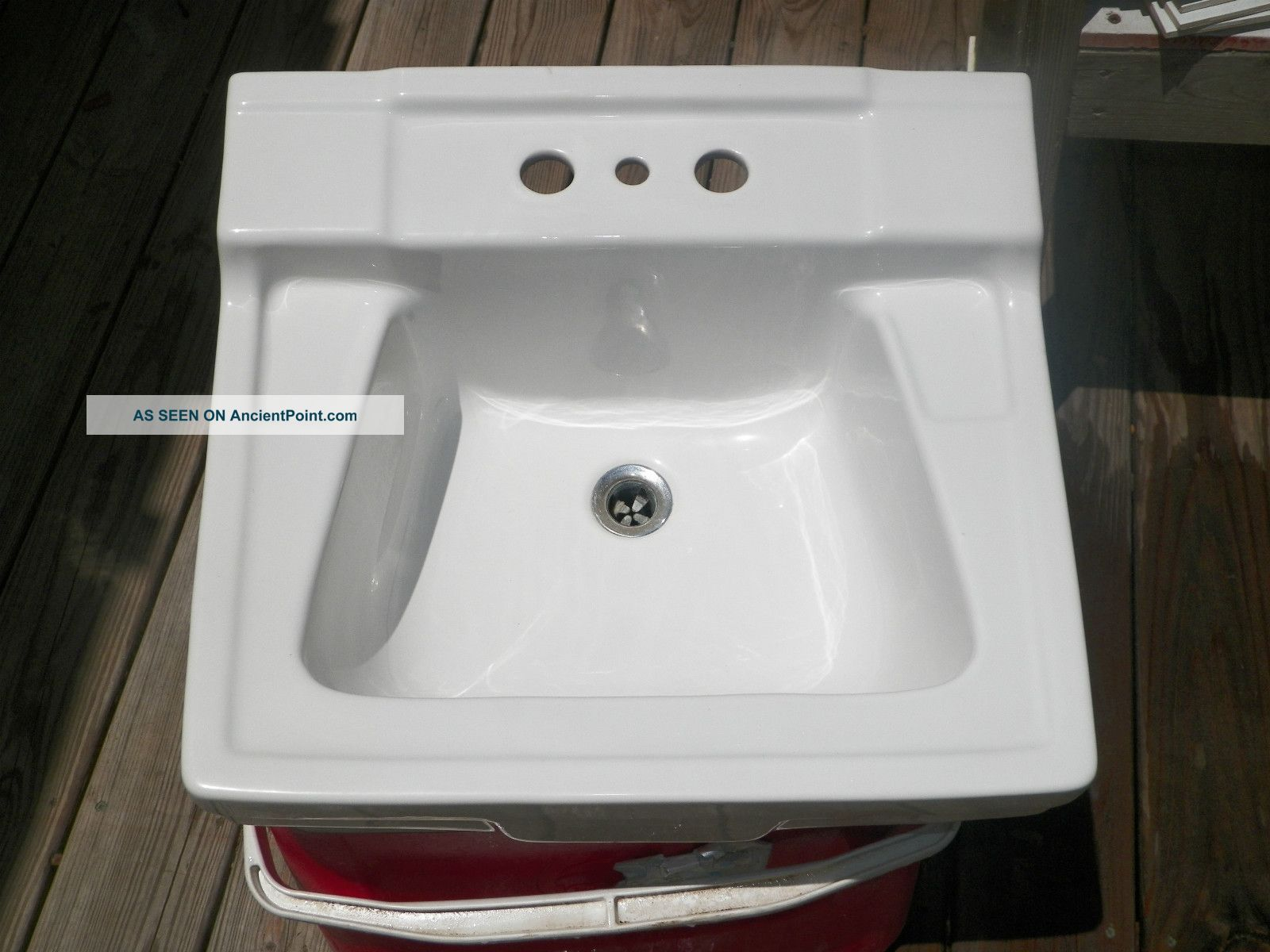 1962 Gerber Wall Mount Porcelain Sink With Mounting Bracket. Sinks photo