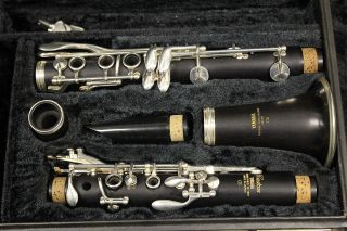 Mint Yamaha Custom Cs Professional Clarinet,  Wood,  002043,  Worldwide photo