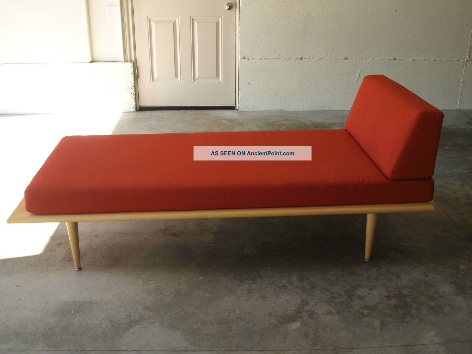 Mid Century Modern Style Lounge From Dwr Post-1950 photo
