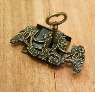 Set Antique Vtg Brass Key Lock And Skeleton Keys With Victorian Key Hole Decor photo