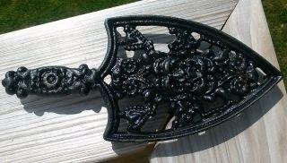 Vintage Wilton Cast Iron Royal Trivet Sad Iron Spade Design photo