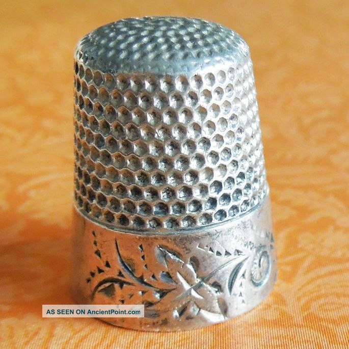 Vintage Waite Thresher Co Folk Art Leaf Scroll Sterling Silver Sewing Thimble Thimbles photo