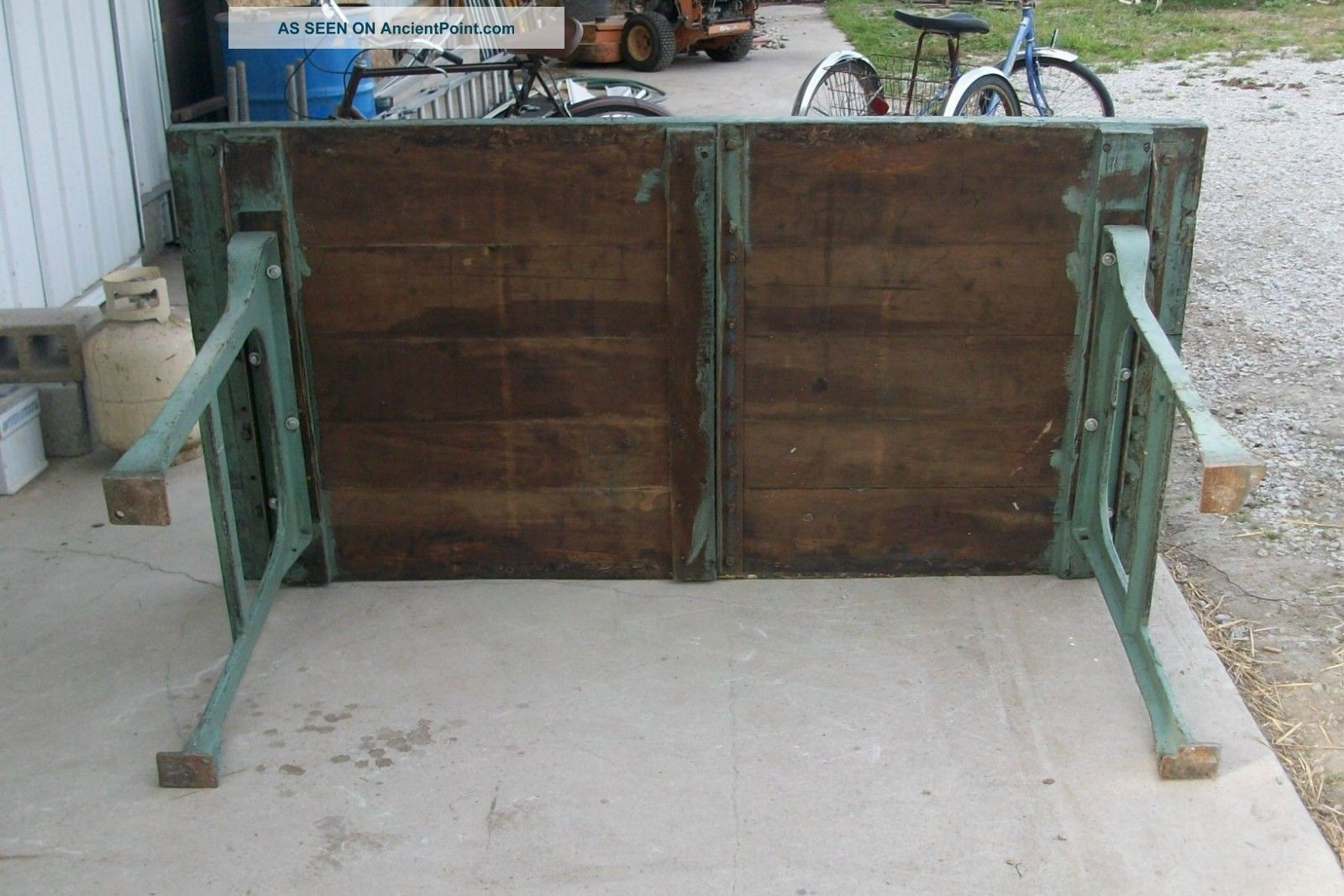 ... Vine Factory Industrial Work Table Cast Iron Legs Heavy Rock ...