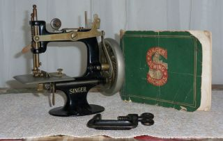 Antique Singer Miniature Cast Iron Toy Sewing Machine W Old Singer Booklet - Vgc photo