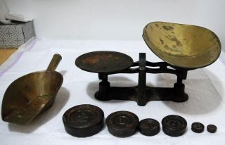 Antique Old Merchants Trade Scale Meriden Co.  Weights And Scoop photo