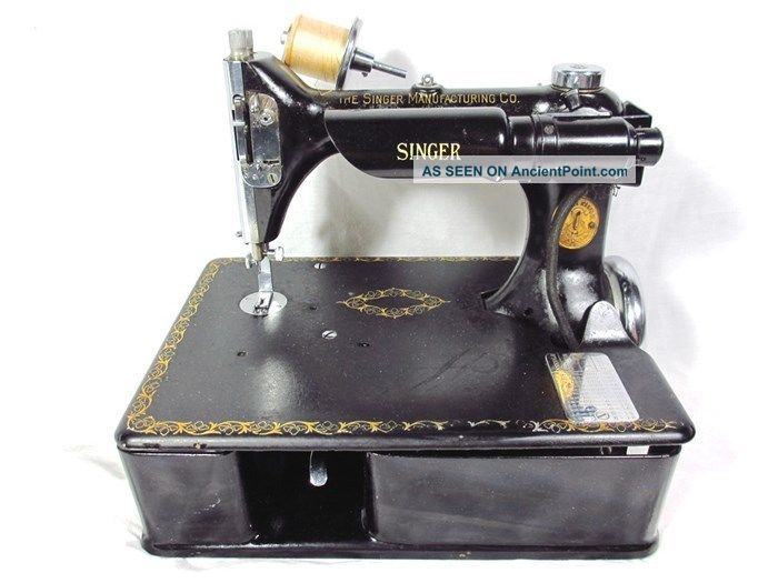 1921 Singer Electric Sewing Machine Model 24 - 80 Chain Stitch With Triplets Decal Sewing Machines photo