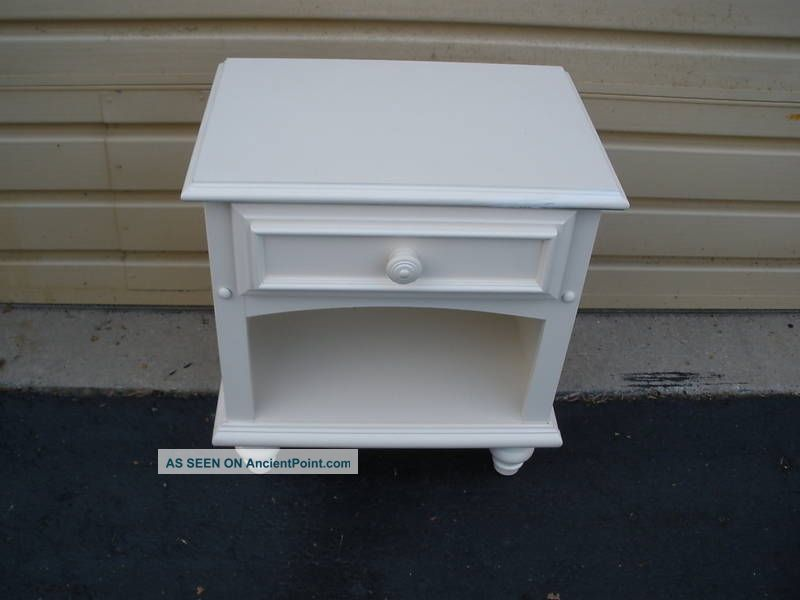 White Nightstand Side Table: 47109 White Modern Nightstand End Table Stand