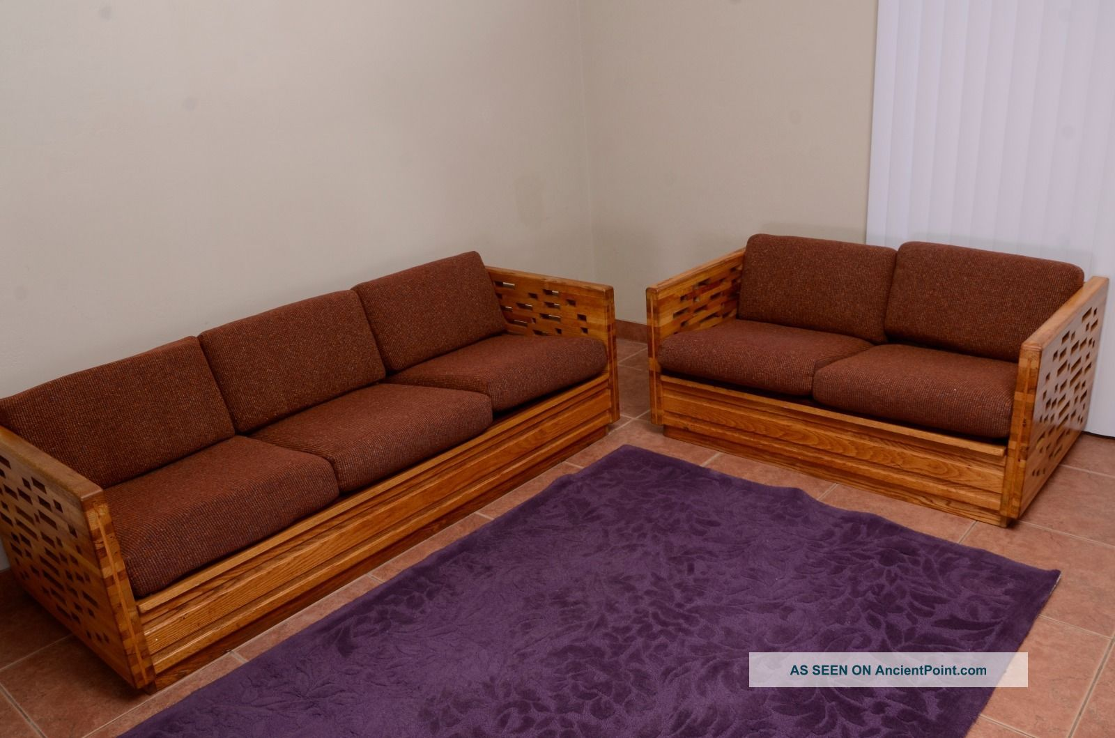 404 page not found for 70s wooden couch
