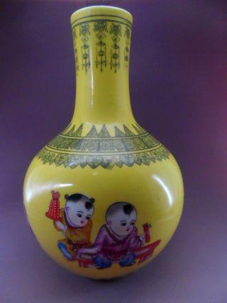 A Fine Chinese Qing B/w And Pastel Porcelain Vase,h:32cm,  D:22cm photo