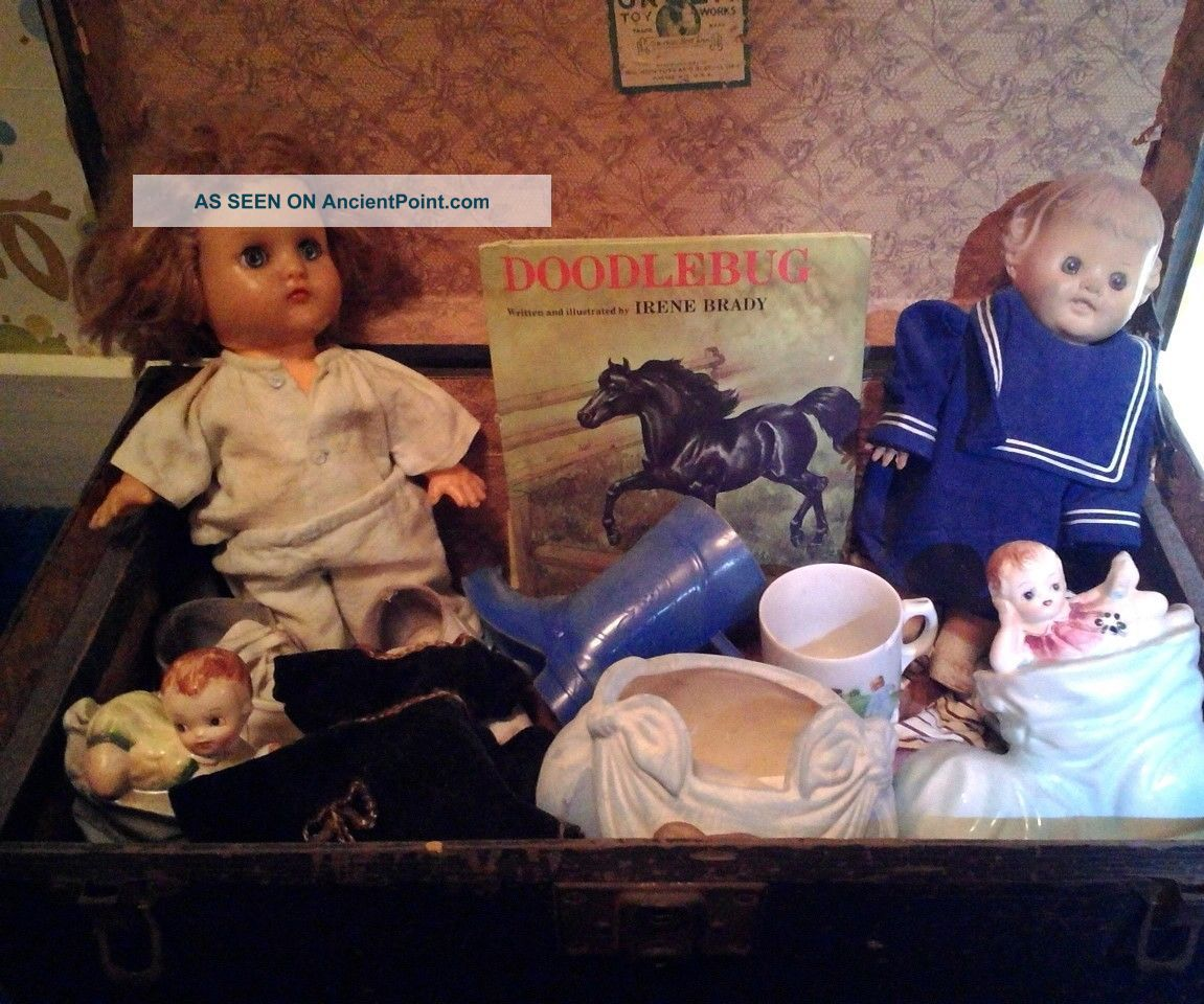 Antique Toy Trunk By Green Toy Works With Two Horseman Dolls And Doll Clothes 1800-1899 photo