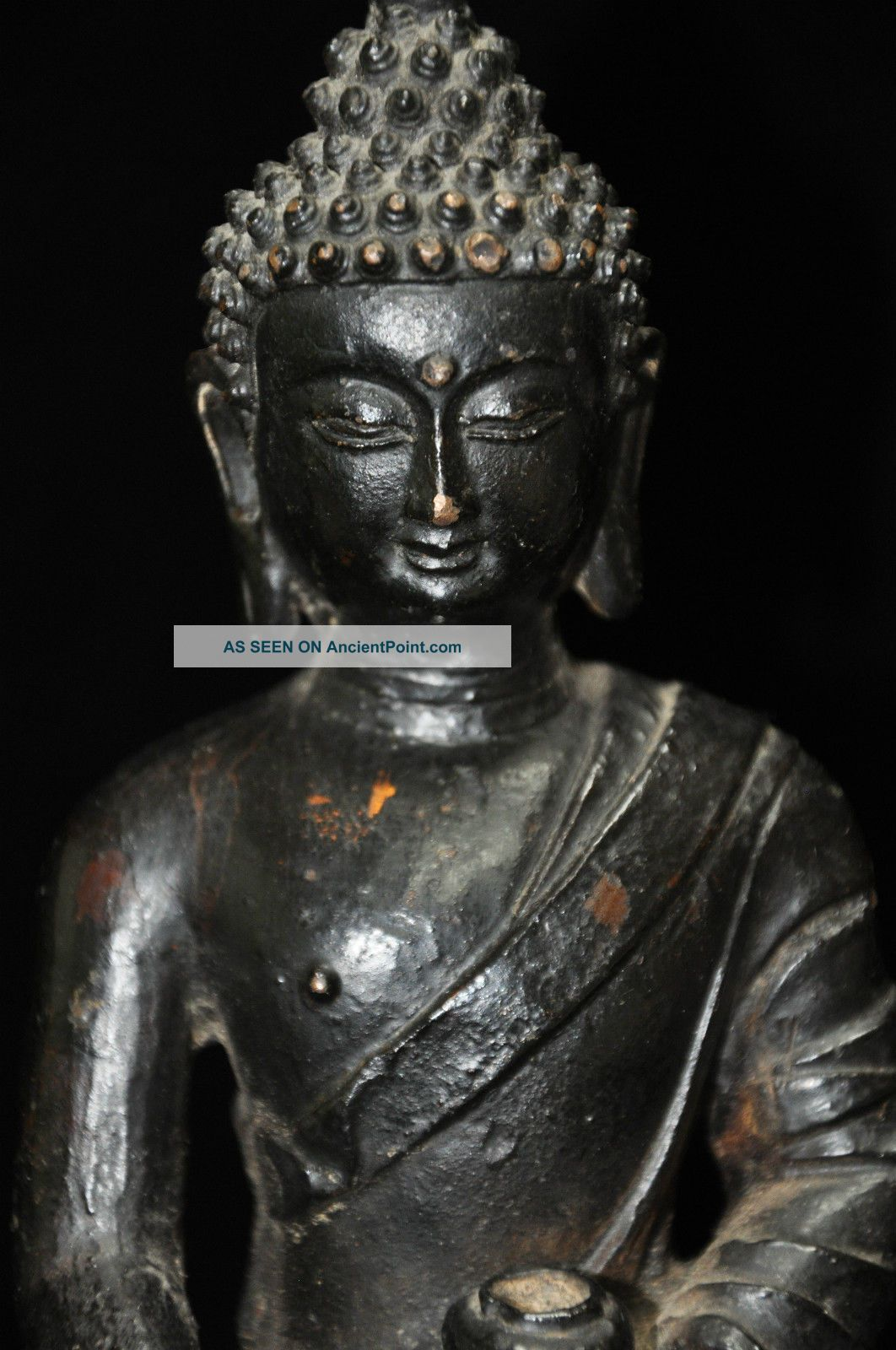 Antique Buddhist Buddha Bronze Statue Buddha photo